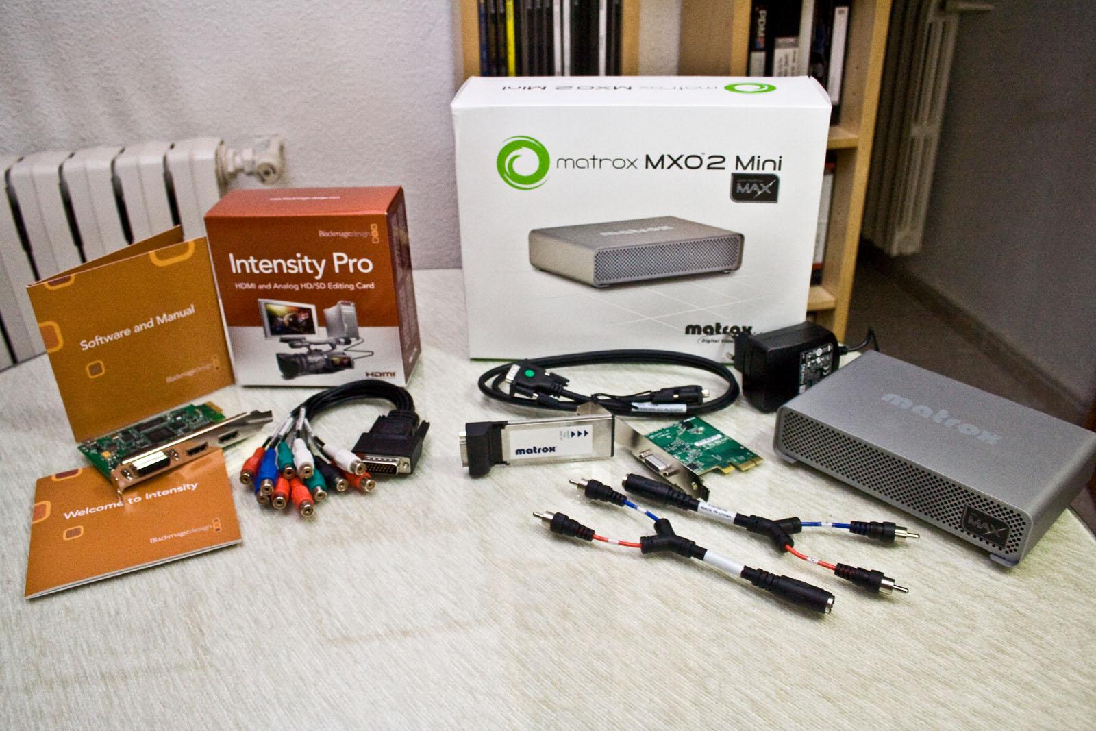 Contenido de las cajas de la Matrox MXO2 Mini y la Blackmagic Design Intensity Pro